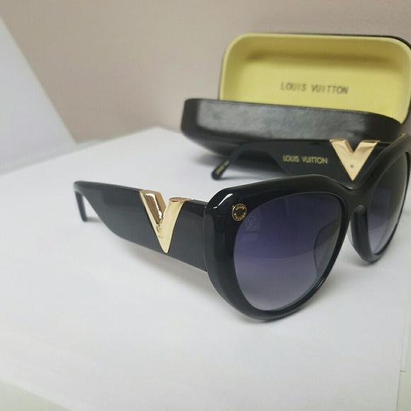 cc284fb154b9 Louis Vuitton Accessories - Used authentic Louis Vuitton. Looks new